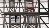 Maison à colombages dans le Moyen-Age - informatif