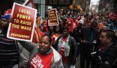Des centaines de travailleurs Fast food étape Manifestation, débat sur le salaire minimum grève cours