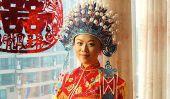 Traditionnel, coloré Garb de mariage du monde entier