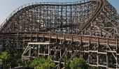 Rollercoaster en bois massif dans Abandonné japonaise Amusement Park