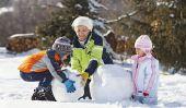 Découvrez la neige et de la glace avec les enfants - des idées de jeu