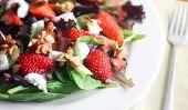 Salade de fraises confites avec amandes et fraises vinaigrette balsamique