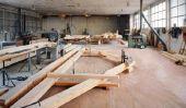 Les planches de bois intègrent de façon créative dans la conception de la salle - une idée