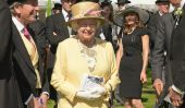 Dapper Young Boy Supprime Top Hat de serrer la main de la reine Elizabeth