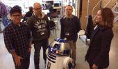 Star Wars Episode 7 Terrain rumeurs & Date de sortie: R2-D2 retours, JJ Abrams pose avec Droid Dans Twitter Photo [PIC]