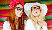Les filles avec des lunettes