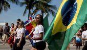 Coupe du Monde dans l'espace des astronautes Célébrez la FIFA Tournoi en jouant au football Station spatiale internationale
