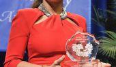 L'actrice mexicaine Salma Hayek Pinault reçoit le Prix humanitaire [Visualisez]