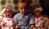 Confus bébé ne peut pas envelopper la tête par le concept de Twins