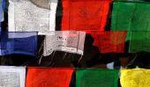 Drapeaux de prière tibétains accrocher correctement