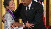Writer dominicaine-américaine Julia Alvarez, Auteur de «Comment les filles Garcia perdu leur accentuation,« reçu la Médaille Nationale des Arts