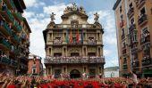 Festival de San Fermin de Pampelune en Espagne: Fiesta débute avec des milliers de célébrants