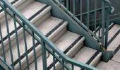 Interpréter tapis anti-dérapant, qui est auto-adhésif, droit dans les escaliers