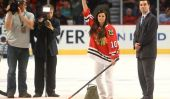 Impressionnant Chicago Blackhawks fans obtenir équipe To Drop Tradition sexiste