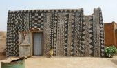 Décoré maisons de boue de Tiébélé au Burkina Faso