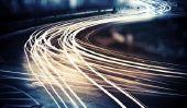 Plus vite que la vitesse de la lumière - est-ce possible?