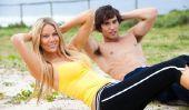 Surfer look - coiffure et des vêtements de style Beach
