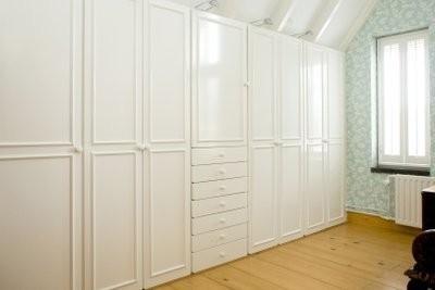 rayonnages et de dressing pour configurer une petite chambre. Black Bedroom Furniture Sets. Home Design Ideas
