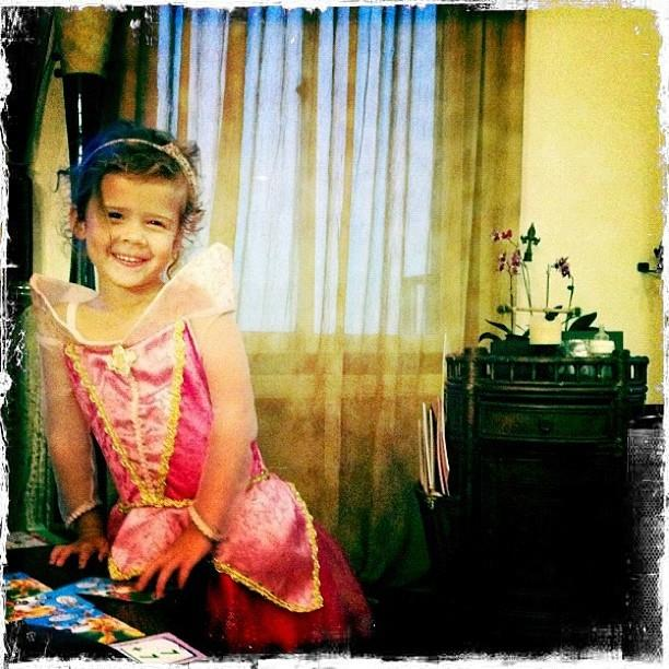 Jessica Alba fait un Bubble Guppies Costume Pour Fille Honor Cette Halloween (Photos)