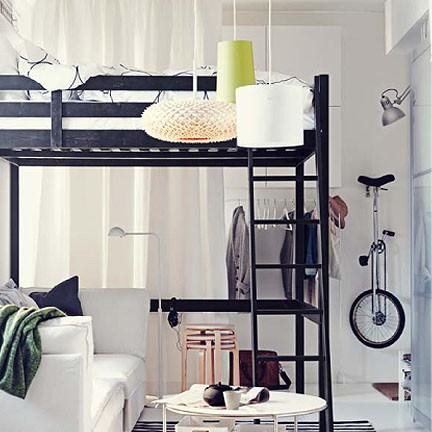 l 39 inspiration petit espace derri re le nouveau catalogue ikea. Black Bedroom Furniture Sets. Home Design Ideas