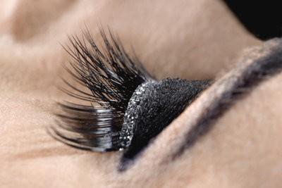 Smokey yeux et les paupières tombantes - de sorte que le maquillage réussi de toute façon
