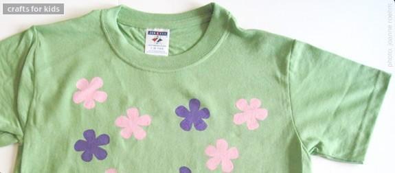 Artisanat de printemps pour les enfants: fleurs au pochoir T-shirts que vous pouvez faire à la maison