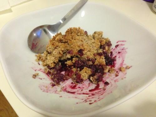 La meilleure chose que vous aurez peut-être mangez jamais: sans grains, raffiné Blueberry Crumble sans sucre