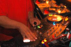 En tant que DJ être connu - des moyens