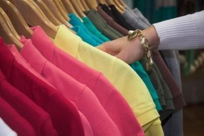 Des vêtements simples d'ordre - si vous avez plus de choix