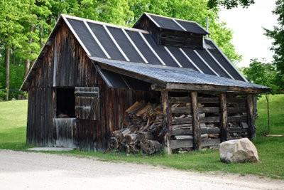 construire un abri pour le bois de chauffage lui m me comment cela fonctionne. Black Bedroom Furniture Sets. Home Design Ideas