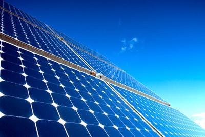 Simplement expliqué la différence de «solaire» et «photovoltaïque»