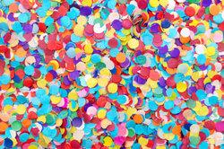 Bricoler avec des confettis - tel succès une image colorée