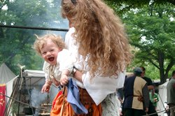Couture vêtements médiévaux pour les bébés - si bien réussi une robe