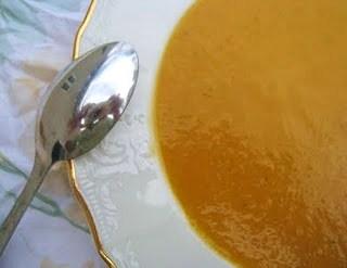 Kelly Ripa sur des béquilles: Guérir avec la courge musquée et soupe de carotte