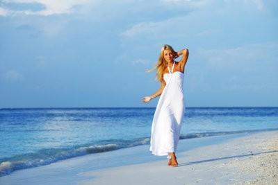 Blanc robe moulante - donc vous combinez correctement