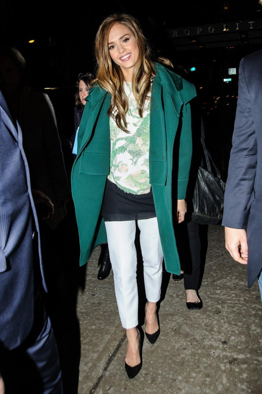 Jessica Alba se met au vert à New York!  (Photos)
