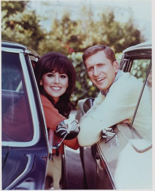 Le plus cool dame seule à la télévision (retour dans les années 60)