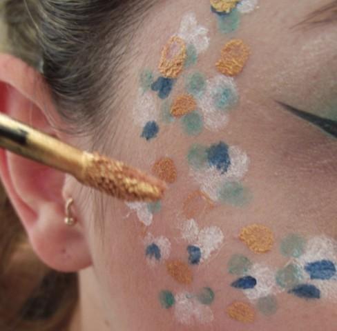 Comment peindre votre visage parfaitement pour un Festival de musique d'été