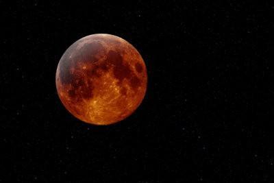 Manhunter - comme la lune rouge pendant une éclipse lunaire se produit