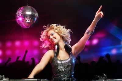 Mélanges comme David Guetta - si vous apprenez le métier de DJ