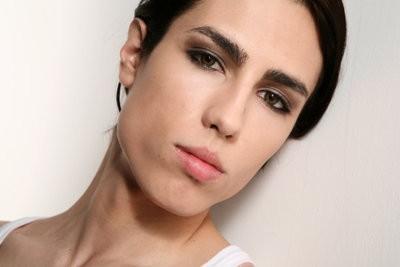 Sourcils maquillage - comment cela fonctionne décemment comme un homme