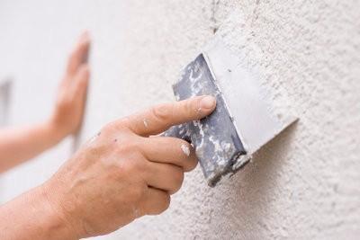 Des fissures dans le mur - que faire?