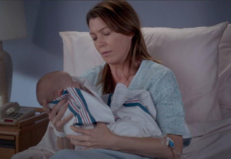 """«Anatomie de Grey 'Saison 11 Episode 23 spoilers: Meredith donne naissance, Amelia Confronts Meredith propos Arrêt Life Support de Derek dans"""" Time Stops »[Visualisez]"""
