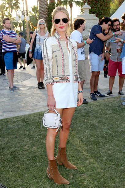 Le look de luxe de la Coachella Valley Music Etoiles: En 7000 Robe Euro pour le Festival