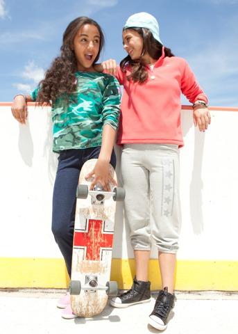 Meilleur du Web: Une place pour les petites filles de concevoir leurs propres vêtements!