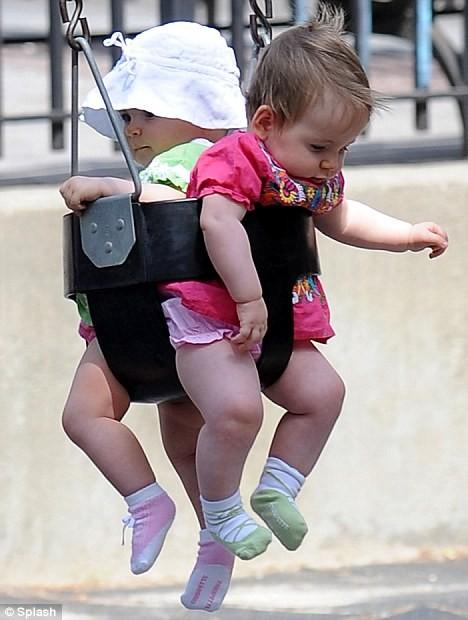 Get It: lunatique Chaussettes, vue sur Twins de Sarah Jessica Parker