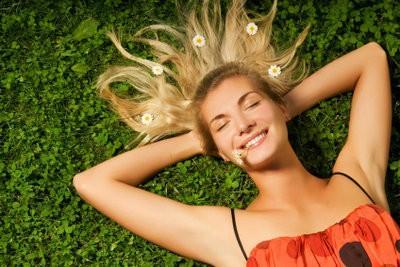 Assurez traitements capillaires eux-mêmes - afin cheveux sont brillants