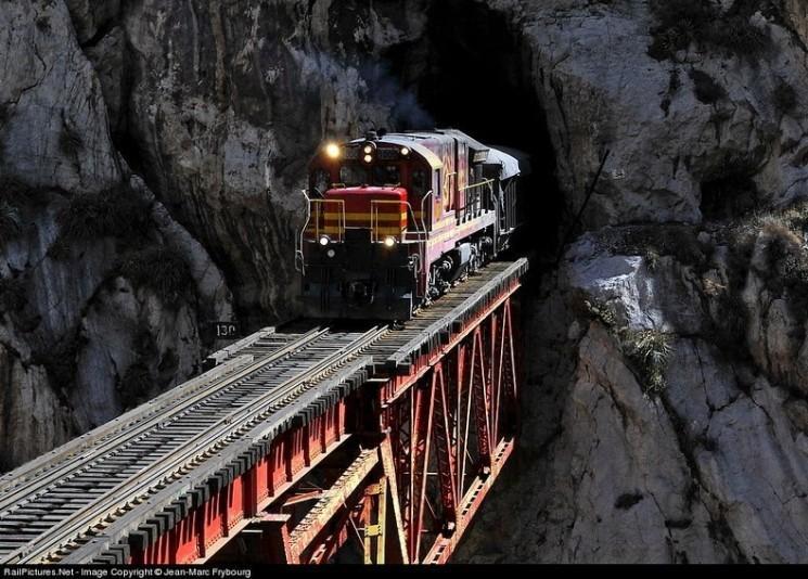 """Infiernillo «Little Hell"""" pont au Pérou"""