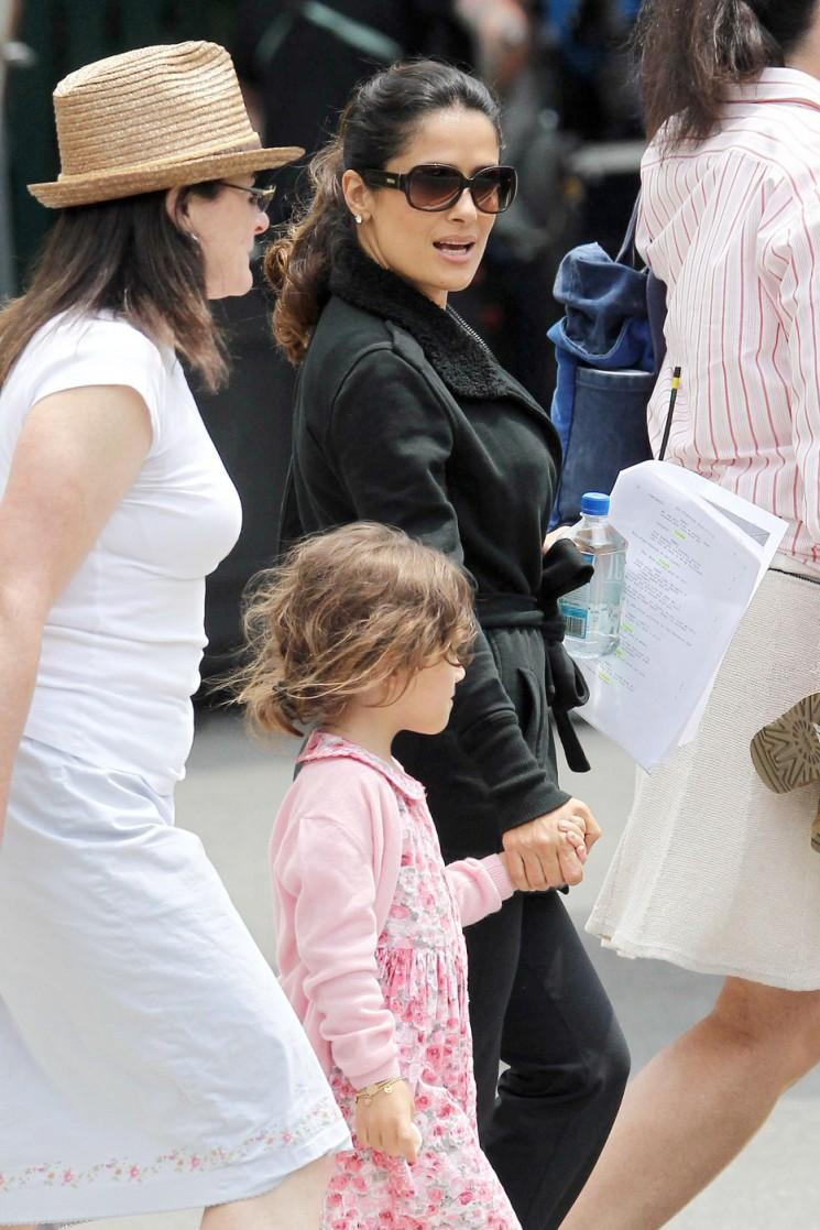 Salma Hayek apporte Valentina à l'ensemble (Photos)