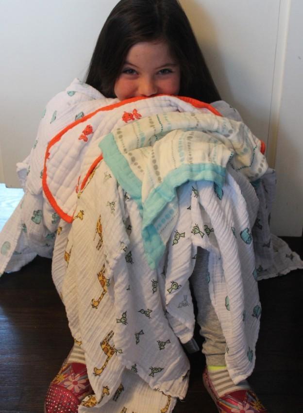 Comment aider votre enfant de plus se sentir comme un élément important de Bringing Home Baby